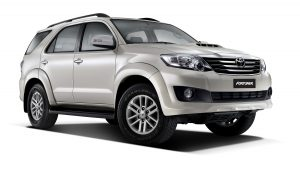 20130116084011_Fortuner Pearl white mica car